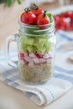 自创健康沙拉用在瓶子的奎奴亚藜 图库摄影
