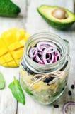 自创健康沙拉用黑豆,菜,果子,  免版税图库摄影