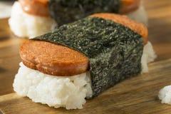 自创健康Musubi米和肉三明治 免版税图库摄影