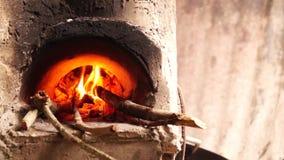 自创具体木头在肮脏的厨房里射击了火炉 股票录像