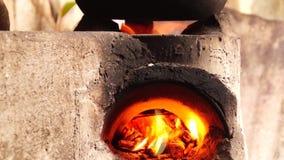 自创具体木头在肮脏的厨房里射击了火炉 影视素材