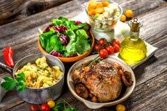 自创午餐 肉、猪肉、土豆和菜 免版税库存图片