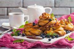自创南瓜桂香yeasted小圆面包 免版税库存图片