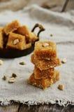 自创印地安甜点用鸡豆,椰子剥落,豆蔻果实 免版税库存照片
