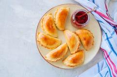 自创土豆充塞了empanadas用在板材的番茄酱 空白 免版税库存图片