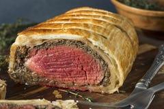 自创圣诞节牛肉惠灵顿 免版税库存图片