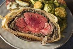 自创圣诞节牛肉惠灵顿 免版税库存照片