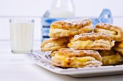 自创小圆面包充塞用酸奶干酪 免版税库存照片