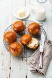 自创小圆面包用葡萄干 图库摄影