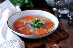 自创小毒蛇煮熟的有机鸡 传统俄国食物 图库摄影