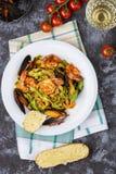 自创意大利海鲜面团用淡菜和虾 免版税库存图片