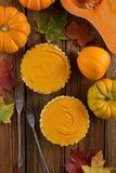 自创感恩点心 打开南瓜饼装饰与 免版税图库摄影