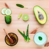 自创护肤和身体洗刷与自然成份avoca 库存图片