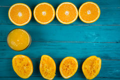 自创新鲜的有机橙汁和剥削者 免版税库存图片