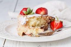 自创新鲜的被烘烤的可口传统草莓饼 免版税图库摄影