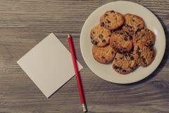 自创曲奇饼假日惊奇日期丈夫妻子早餐记忆列出卡片congrats样式模板概念 上面上面  免版税库存图片