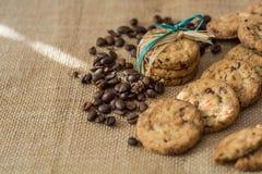 自创曲奇饼和咖啡豆 免版税库存图片