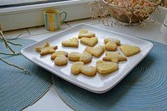 自创曲奇饼在宽各种各样的形状风景 免版税库存照片