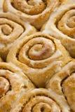自创桂皮卷粘性的小圆面包 图库摄影