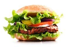 自创汉堡包用乳酪和新鲜蔬菜 库存图片