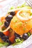 自创沙拉用橄榄和桔子 图库摄影