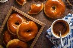 自创油炸圈饼两种类 免版税图库摄影