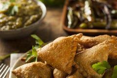 自创油煎的印地安人Samosas 免版税库存图片