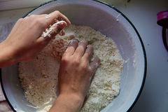 自创烘烤,厨房场面 库存照片