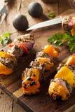 自创烤牛排和素食者烤肉串 免版税库存图片