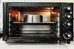 自创烹调的电微型烤箱 库存图片