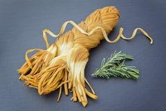 自创熏制的软的chechil乳酪 库存照片