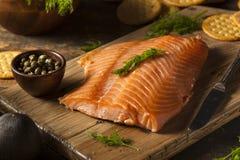 自创熏制鲑鱼开胃菜 免版税库存图片