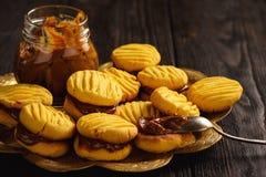 自创玉米一种油脂含量较高的酥饼用焦糖调味汁 免版税库存图片