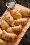 自创甜新月形面包充塞用乳酪 免版税库存照片