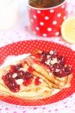 自创甜薄煎饼用樱桃 免版税库存图片