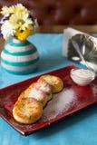 自创甜酸奶干酪薄煎饼 图库摄影
