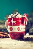 自创甜鲜美热巧克力用蛋白软糖和糖果加州 免版税库存图片