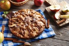 自创的苹果蛋糕 库存图片