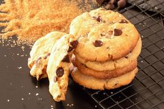 自创盐味的焦糖巧克力曲奇饼 可能 免版税库存照片