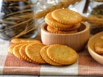 自创稀薄的酥脆低贱薄脆饼干 免版税库存图片