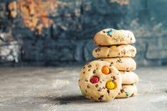 自创糖果上漆的曲奇饼 免版税库存照片
