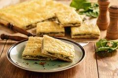 自创美味饼用菠菜和乳清干酪 库存照片