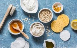 自创美容品概念 自然润湿,养育,洗涤的面罩-椰子油,燕麦粥,自然酸奶, vi 免版税库存图片