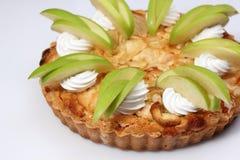 自创苹果饼用新鲜的苹果 免版税库存照片