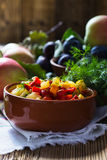 自创菜炖煮的食物用夏南瓜和胡椒 库存照片