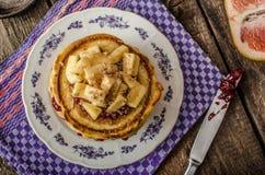 自创薄煎饼用香蕉 免版税库存图片