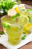 自创薄荷的柠檬水 免版税库存图片