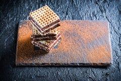 自创薄酥饼用巧克力和榛子 免版税库存图片