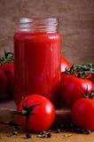 自创调味汁蕃茄 免版税图库摄影