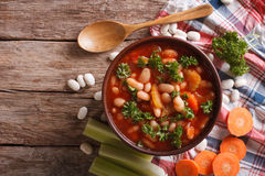 自创豆汤、红萝卜和芹菜 水平的顶视图 库存图片